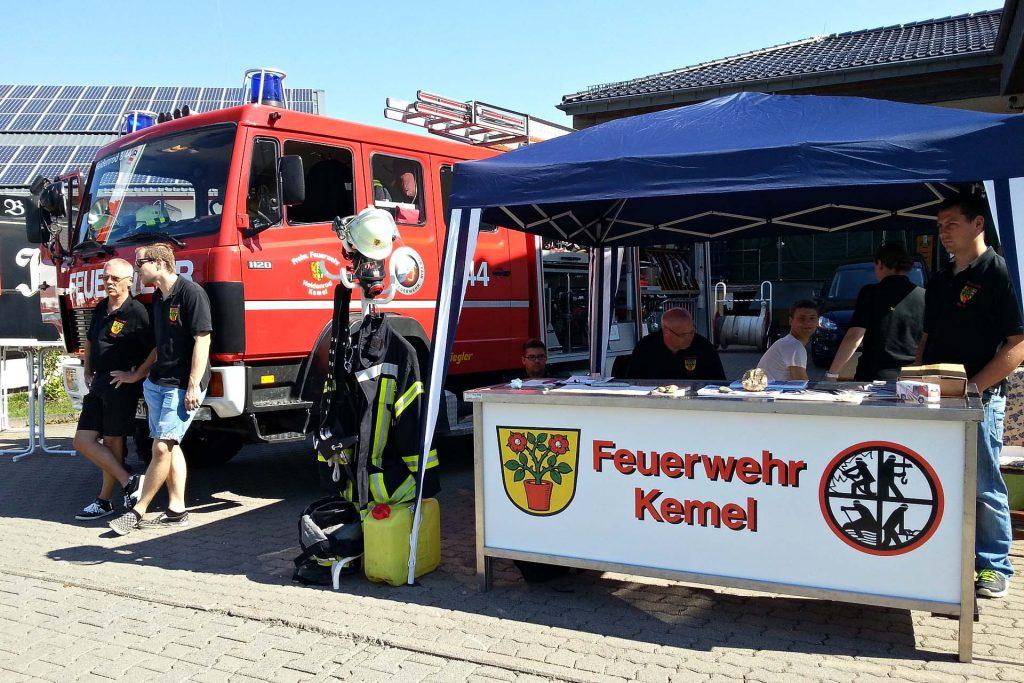 Feuerwehr Kemel präsentiert sich auf der Kemeler Gewerbeschau
