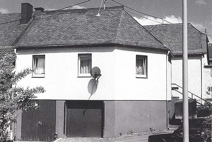 Altes Kemeler Rathaus mit Feuerwehrunterkunft im Erdgeschoss bis 1971 (heute Privathaus, renoviert)