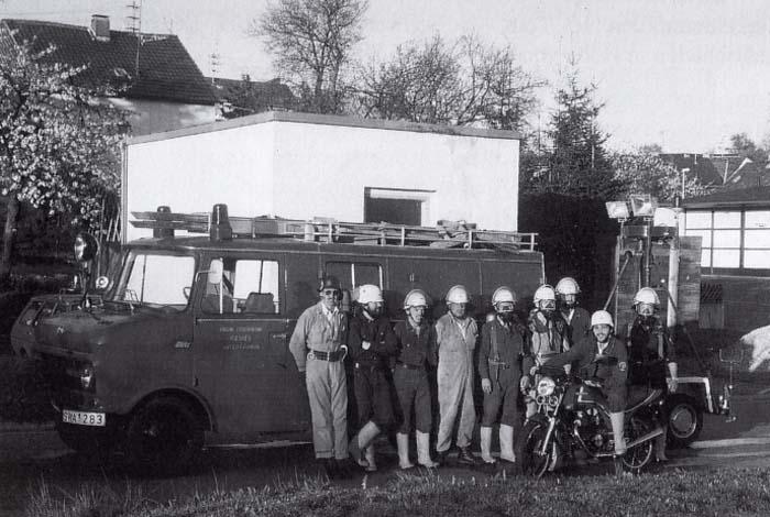 Einsatzgruppe mit Löschgruppenfahrzeug LF 8, Indienststellung 1970