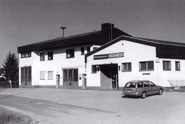 Feuerwehrunterkunft 1971-2000 im Gemeindezentrum Kemel (im Erdgeschoss links von der Gemeindehalle)
