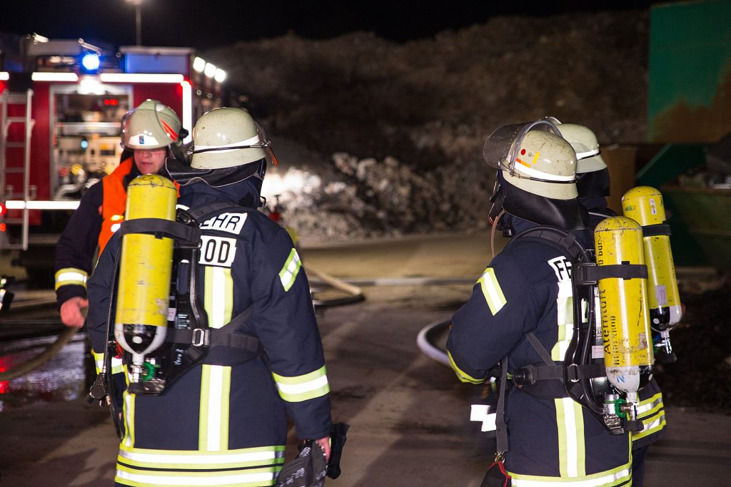 Lagerhalle von Heidenroder Müllentsorger in Flammen