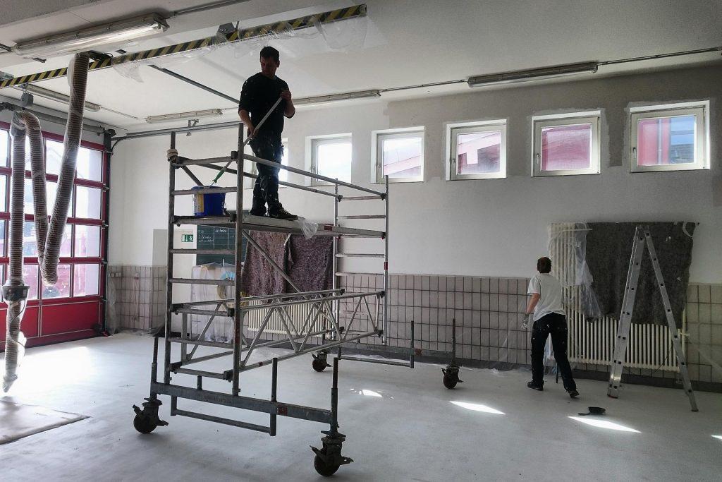 Neue Farbe für unser Gerätehaus