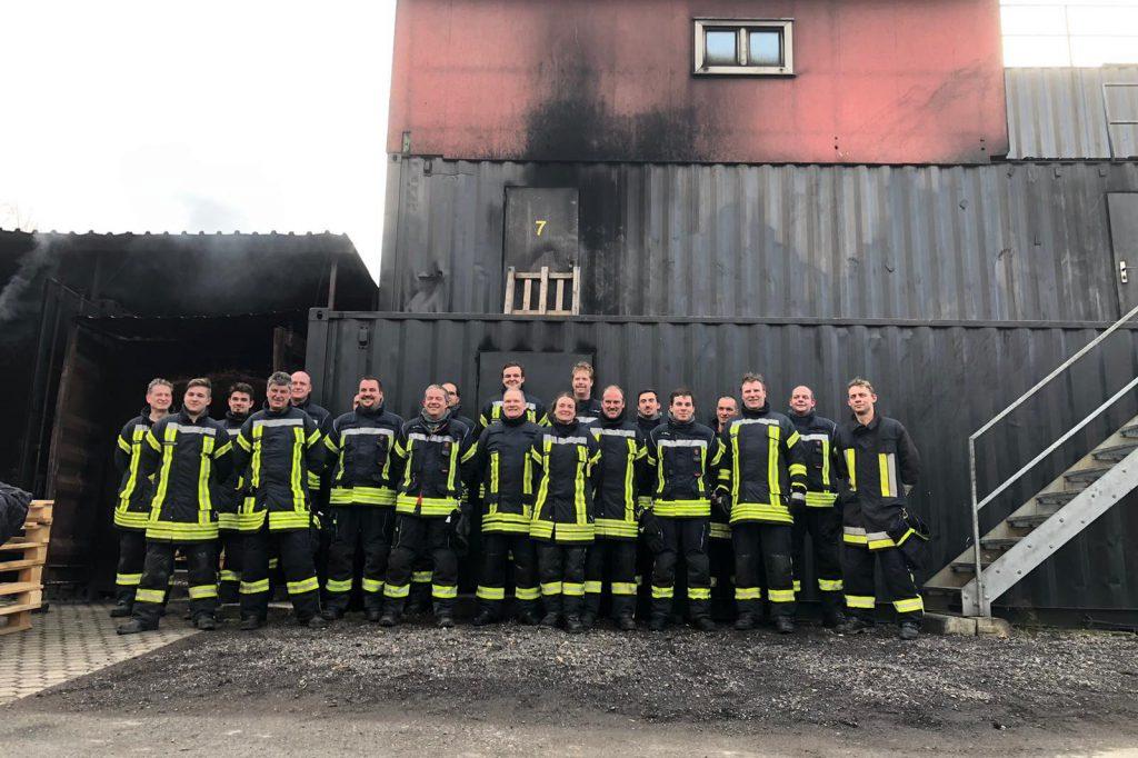 Heidenroder Atemschutzgeräteträger absolvieren Brandcontainer in Miehlen