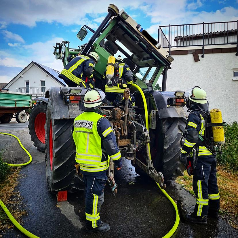 Brennender Traktor - Einsatz Feuerwehr Kemel vom 23.06.2021